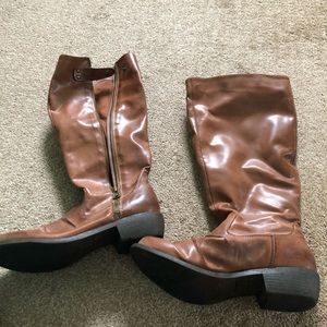 Woman's brown leather boots 8